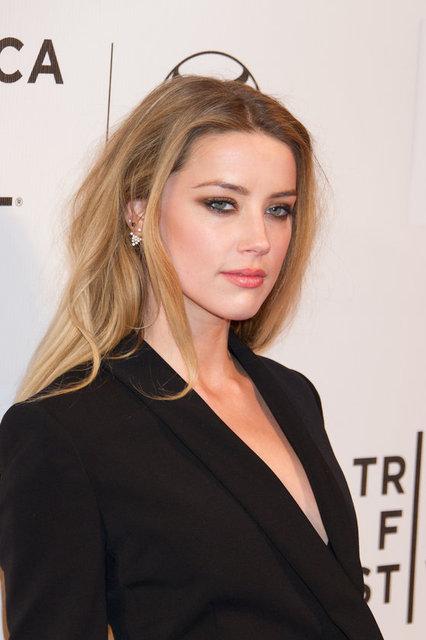 Mart ayında eşi Talulah Riley'den boşanan Tesla'nın sahibi ünlü milyarder Elon Musk'ın ünlü aktris Amber Heard ile bir araya gelebilmek için yaklaşık üç yıldır uğraştığı konuşuluyor.