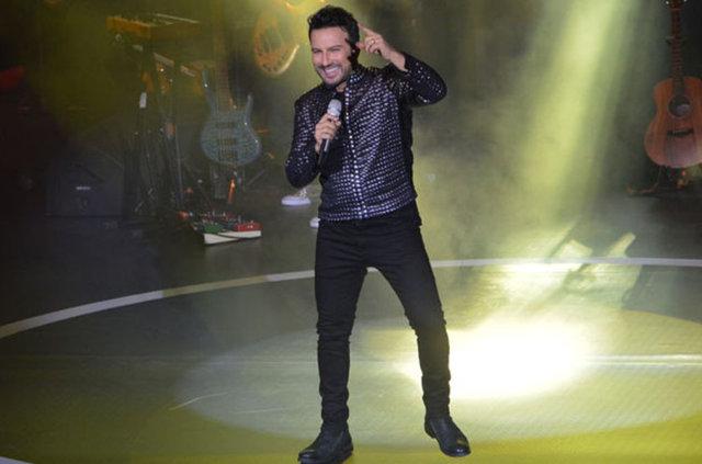 HABERTÜRK MAGAZİN Tarkan şov başladı! Megastar, 3, 4, 6, 7, 9, 10 ve 11 Eylül tarihlerinde vereceği konser dizisinin ilkinde önceki akşam Açıkhava'da hayranlarıyla buluştu.