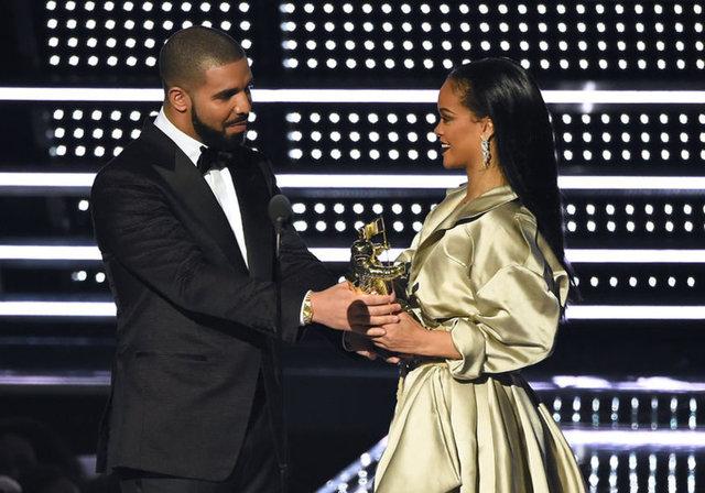 Rihanna aşık olunca...
