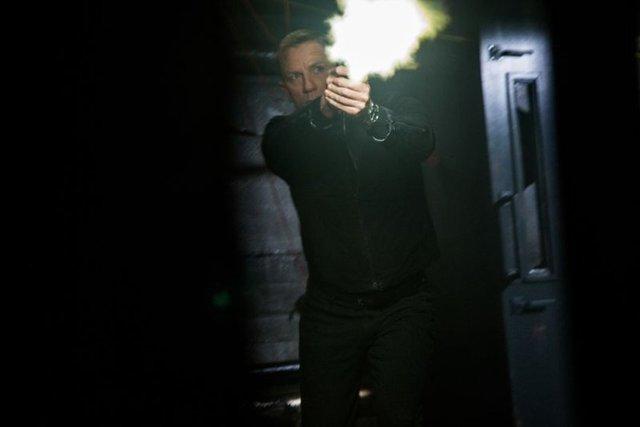 'James Bond' serisinin sekizinci '007'si olan İngiliz oyuncu Daniel Craig'in rolüne önümüzdeki 2 Bond filminde devam etmesi için yapımcı şirket teklifini astronomik bir rakama çekti.