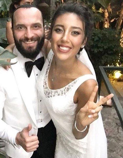 Ünlü şarkıcı Berkay uzun süredir birlikte olduğu manken Özlem Katipoğlu ile 30 Ağustos'ta nikah masasına oturmuştu.
