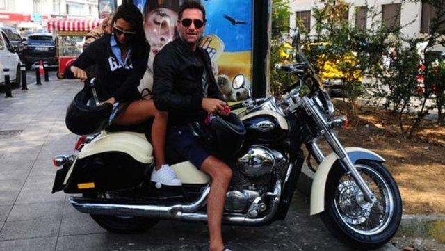 Bekir Aksoy ve eşi Derya Çavuşoğlu, geçtiğimiz pazar günü motosikletleriyle Bebek'te görüntülendi.