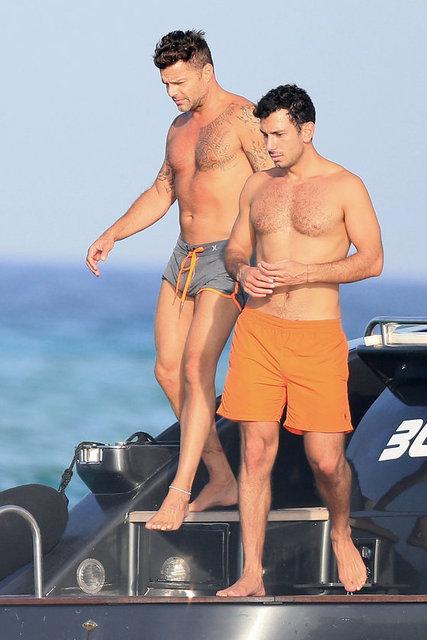 Ünlü şarkıcı Ricky Martin bir süredir birlikte olduğu İsveç vatandaşı ressam sevgilisi Civan Yusuf ile birlikte tatile çıktı.