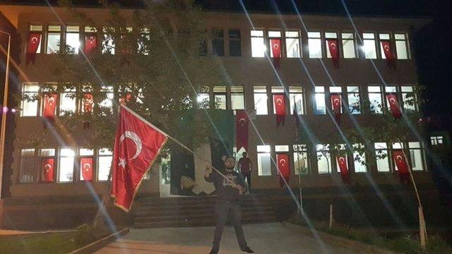 11 Eylül sabahı 2 il, 24 ilçe ve 2 beldede toplam 28 belediyeye, PKK/KCK ve FETÖ/PDY terör örgütüne yardım ve destek verdikleri gerekçesiyle haklarında yürütülen soruşturma ve kovuşturmalar kapsamında belediye başkanlarının yerine yeni görevlendirmeler yapıldı. Kayyum olarak atananlar dün sabah saatlerinde görevlerine başladı.