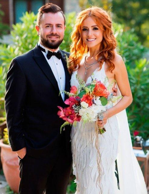 Geçen ay Ordu'da evlenen, ardından Antalya'da bir düğün organize eden Emre Aydın ile Eda Köksal, üçüncü düğünü İstanbul'da yaptı.