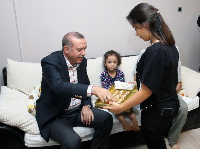 Cumhurbaşkanı Recep Tayyip Erdoğan, Fetullahçı Terör Örgütü (FETÖ) mensuplarının 15 Temmuz darbe girişimi sırasında şehit olanların ailelerini ziyaret etti.
