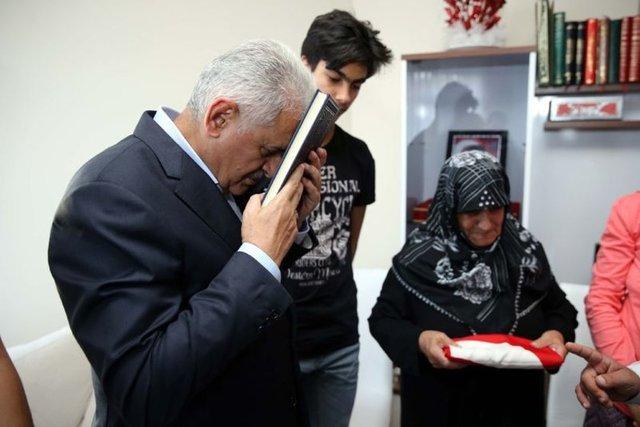 Başbakan Binali Yıldırım, Erzincan'da şehit ailelerini ziyaret etti.
