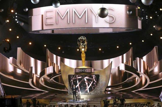 Televizyonun Oscar'ları olarak nitelendirilen Emmy Ödülleri 68. kez sahiplerini buldu. Törenin sunuculuğunu Jimmy Kimmel üstlendi.