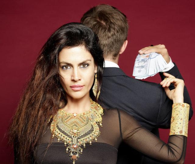 Ünlü şarkıcı Tuğba Ekinci, yeni single'ı 'Para Babası'nın lansman konserini önceki akşam verdi.