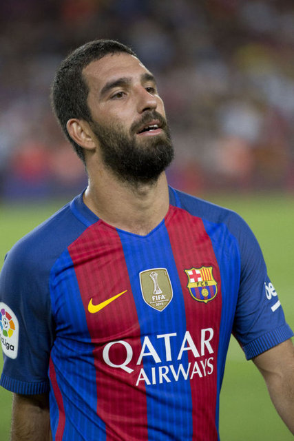 İspanya'da top koşturan milli gururumuz Arda Turan, yardımseverliğiyle de adından söz ettiriyor.