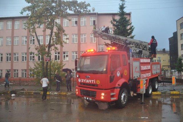 Trabzon'da meydana gelen sel felaketinde 2 kişi hayatını kaybederken, bir kişiden de haber alınamıyor.