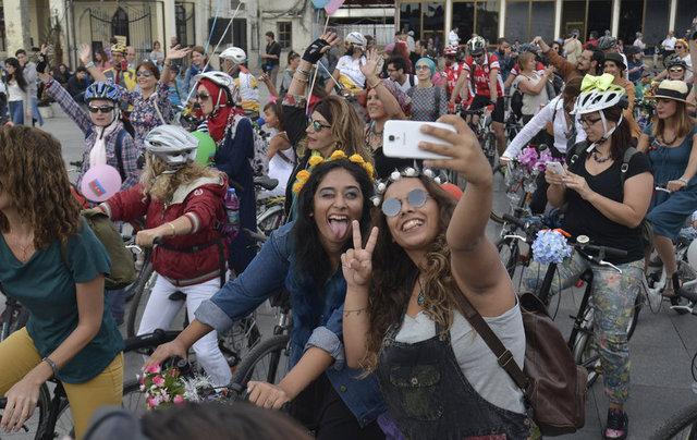 2013 yılından beri geleneksel olarak düzenlenen 'Süslü Kadınlar Bisiklet Turu'nda kadınlar 4. kez pedal bastı. Türkiye'nin pek çok yerinde düzenlenen bisiklet turunun İstanbul'daki adresi Kadıköy oldu.