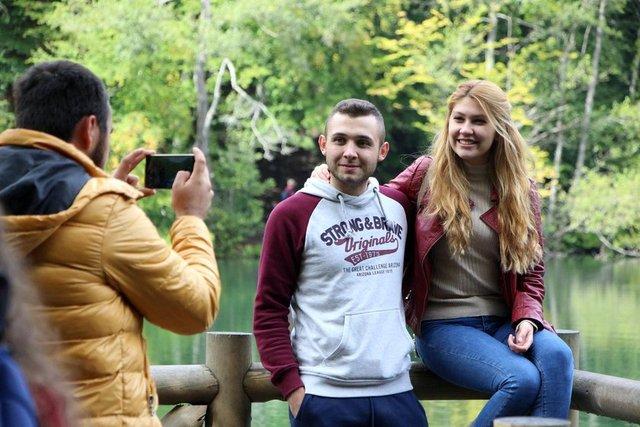 Nazlıgöl, Seringöl, Deringöl, Sazlıgöl, Küçükgöl, İncegöl ve Büyükgöl'ün oluşturduğu Yedigöller Milli Parkı ziyaretçilerle doldu.