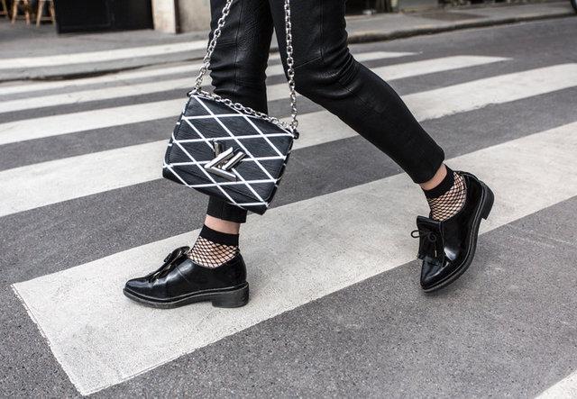 Sonbaharın en önemli aksesuarlarından biri olan çoraplar, New York Moda Haftası'nın da en ön plana çıkan parçaları arasındaydı.  Yeni sezonda, çorap deyip geçemeyeceğiniz desen ve modeller bekliyor bizleri. Öyle ki; kombinlerimizi, çoraplarımıza göre yapacağız dersem abartmış olmam.