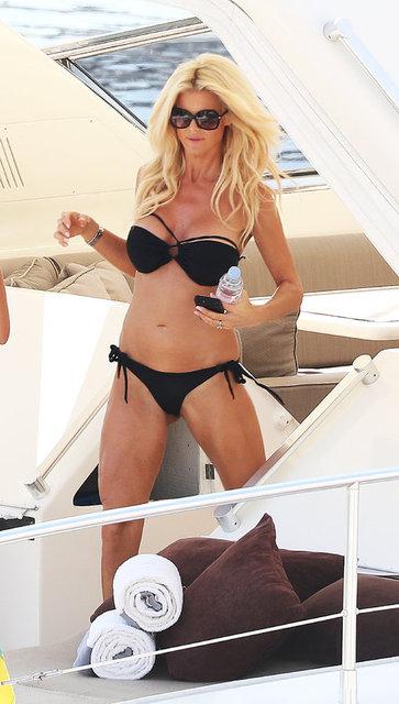 İsveçli model Victoria Silvstedt, Monaco'da bir teknede görüntülendi.