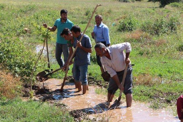 Güneydoğu Anadolu Projesi (GAP) Eylem Planı'nda yer alan dünyanın en uzun 5'inci tüneli olan SuruçOvası Pompaj Sulama Projesi kapsamında su verilmeye başlamasıyla birlikte bölgedeki bazı yerleşim kesimlerinde taban suyu yükselmeye başlandı.