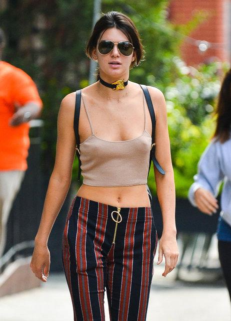 Yeni kuşağın gözde modellerinden biri olan 20 yaşındaki Jenner önceki gün New York'ta bir dövmeciden çıkarken görüntülendi.
