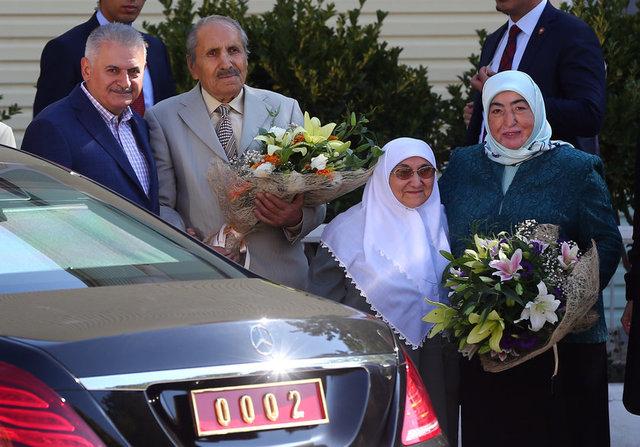 Başbakan Binali Yıldırım, 1 Ekim Dünya Yaşlılar Günü dolayısıyla Seyranbağları Huzurevi Yaşlı Bakım ve Rehabilitasyon Merkezi'nde kalan yaşlıları ziyaret etti.