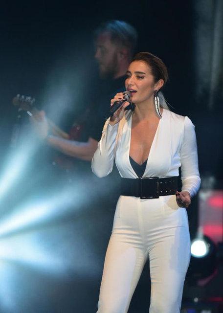 Sıla, uzun bir aranın ardından, iki gün art arda İzmir Kültürpark Açıkhava Tiyatrosu'nda hayranlarıyla buluştu.
