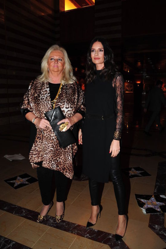 <p>EMİNE &Ouml;ZİLHAN</p>