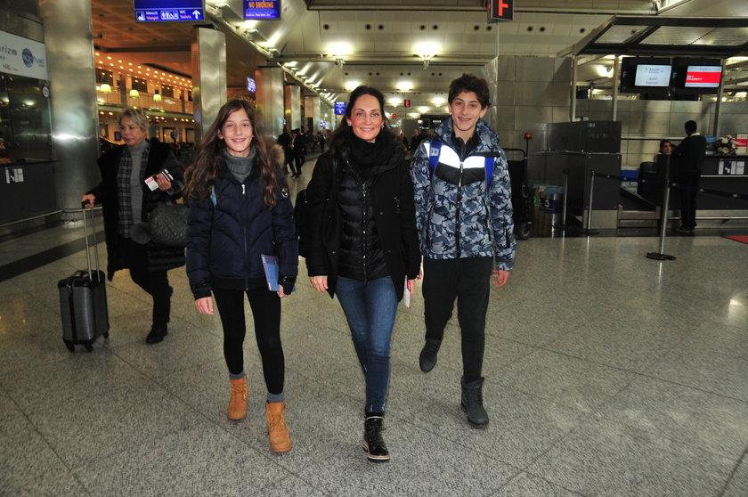 <p>LEYLA, YELDA, RAİF ELMAS</p>