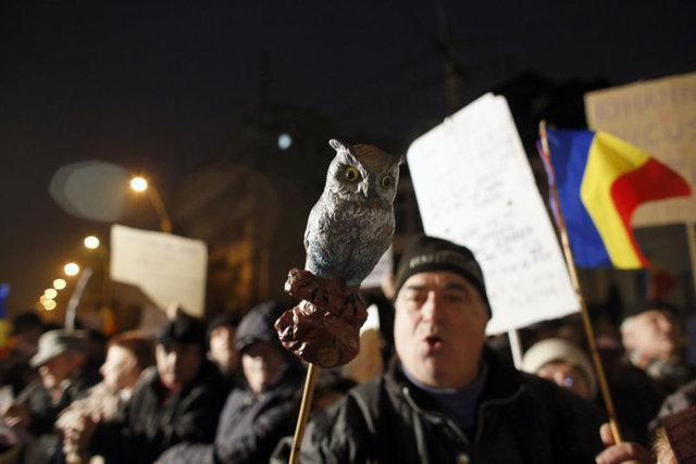 Romanya'da yüzbinler yolsuzluğa karşı sokağa çıktı!