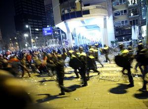 Hollanda polisinden Türklere sert müdahale
