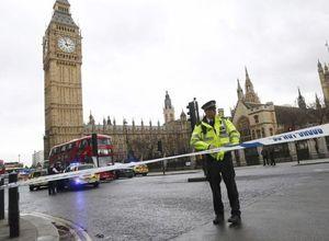 İngiltere Parlamentosu önündeki silahlı saldırıdan ilk görüntüler