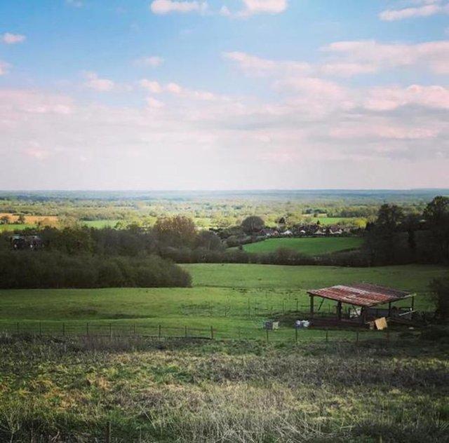Gösteri dünyasının en ünlü yıldızlarından birinin doğup büyüdüğü kasabada bir çiftlik evinde yaşadığını biliyor muydunuz?