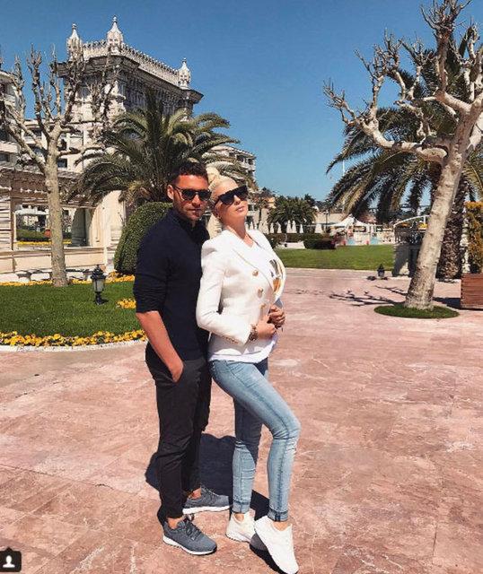 Beşiktaş'ın Sırp yıldızı Tosic'in eşi Jelena Karleusa kendisi için bir magazin dergisinde yayınlanan habere ateş püskürdü.