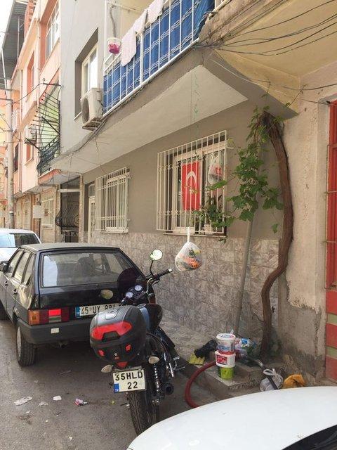 Haberturk.com Whatsapp Hattı'na gönderilen fotoğraflar İzmir'in Bornova ilçesi Yeşilova mahallesindeki çöp sorununu gözler önüne serdi.