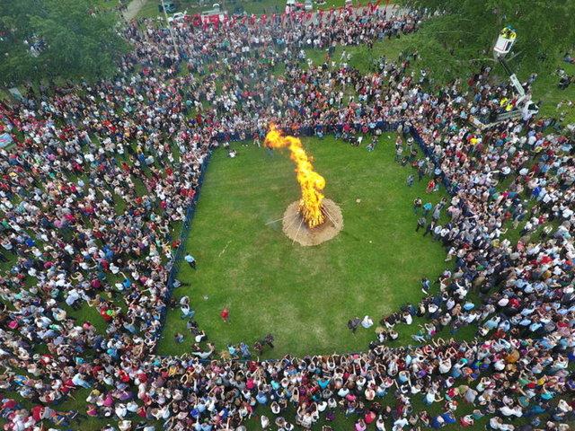 """Edirne'de """"Uluslararası Kakava Şenliği"""", Kakava ateşinin yakılmasıyla başladı."""