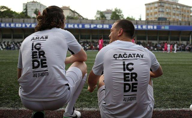 Minik Kalpler İçerde projesine kalbini koyan 'İçerde' ekibi ile Ağrı Aile ve Sosyal Politikalar Gençlik ve Spor Kulübü Kız Futbol Takımı arasında gerçekleşen dostluk maçı unutulmaz anlara sahne oldu.