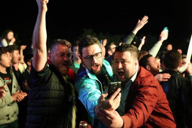 Fenerbahçe Erkek Basketbol Takımı'nın THY Avrupa Ligi Dörtlü Finali'nde şampiyon olmasının ardından, tüm yurtta kutlamalar yapıldı. İşte şampiyonluk coşkusundan kareler...
