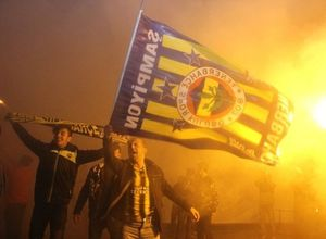 Fenerbahçe tarih yazdı! Yurttan şampiyonluk kutlamaları