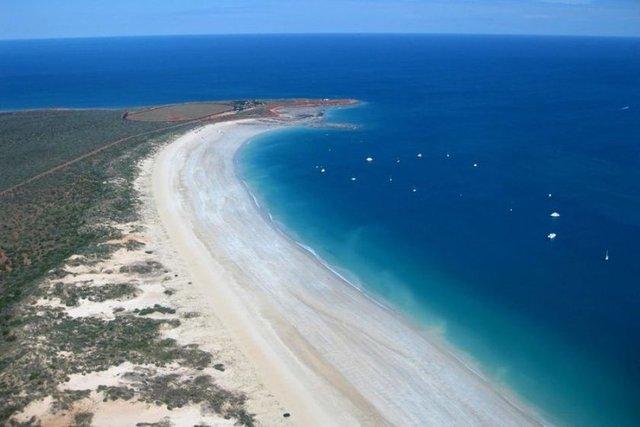 Broome sahili, Avustralya Muazzam görünümüyle orada yaşanma hayali kurduran Broome sahilinde aslında oldukça zehirli deniz anaları yaşar.