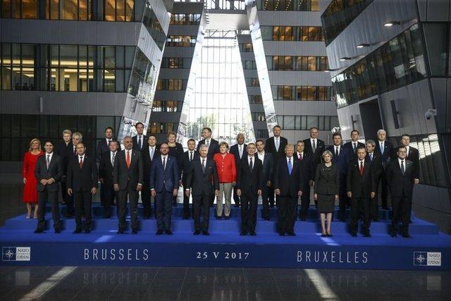 Cumhurbaşkanı Recep Tayyip Erdoğan'ın da katıldığı Brüksel'deki NATO liderler Zirvesi'nde aile fotoğrafı çekildi. İşte Zirve'den dikkat çeken kareler...