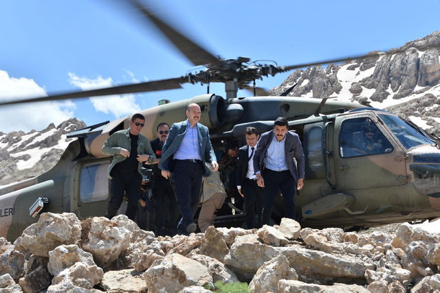 İçişleri Bakanı Süleyman Soylu Şırnak'ın Beytüşşebap ilçesi Kato Dağı bölgesine gitti. Bakan Soylu'nun sosyal medya hesabından, Kato'da askerlerle birlikte çekilen fotoğraflar paylaşıldı.