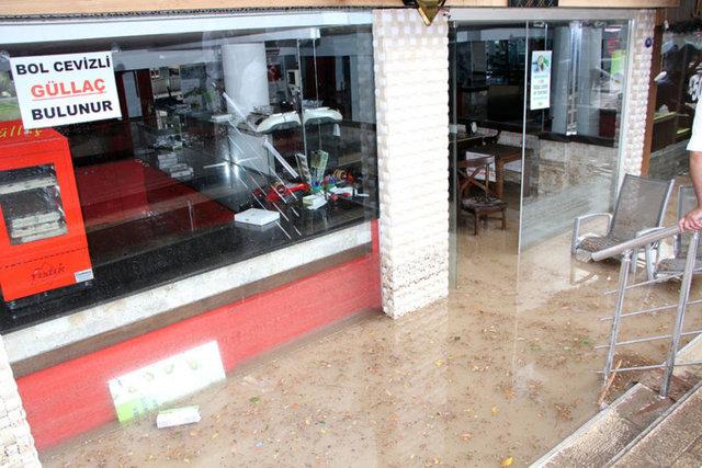Sabah saatlerinden itibaren kentin bazı bölgelerinde hafifçe başlayan yağmur öğleden sonra yerini dolu ve kuvvetli yağışa bıraktı.