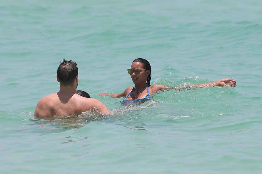 Seksi güzelin Miami tatili