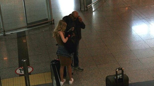 Kenan Vural, kadın turisti yalnız bırakmadı