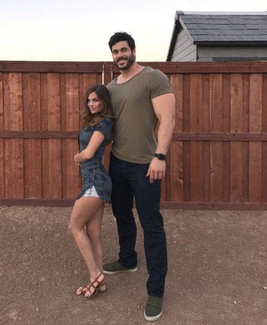 Instagram'da yaklaşık 600 bin takipçisi olan fitness eğitmeni Danny Jones, 2.06 metrelik boyuyla sosyal medyada fenomen oldu.