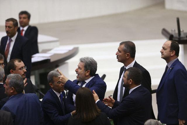 HDP'nin önerisi üzerine grubu adına söz alan AK Parti Adıyaman Milletvekili Adnan Boynukara ile HDP İzmir Milletvekili Ertuğrul Kürkçü arasında tartışma yaşandı. Boynukara hemen ardından, laf attığı gerekçesiyle Kürkçü'nün üzerine yürüdü. Diğer milletvekillerinin araya girmesi üzerine kavga önlendi. Birleşime verilen arada AK Parti Malatya Milletvekili Nurettin Yaşar ve AK Parti Tokat Milletvekili Zeyid Aslan da Kürkçü'ye tepki gösterdi.