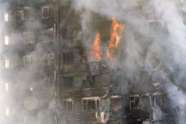 İngiltere'nin başkenti Londra, son yılların en büyük yangını ile sarsıldı. Kentin batısındaki Kuzey Kensington bölgesinde 24 katlı Grenfell Tower binasında günün ilk saatlerinde çıkan yangında en az 12 kişi öldü, 74 kişi de yaralandı. Yangın sonrası çok sayıda da kayıp ihbarı geldi.