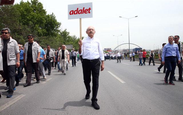 CHP İstanbul Milletvekili Enis Berberoğlu'nun 25 yıl hapis cezasına çarptırılarak tutuklanmasına tepki olarak, CHP Genel Başkanı Kemal Kılıçdaroğlu, Ankara Güvenpark'tan, İstanbul'da Maltepe Cezaevi'ne yürüyüş başlattı.