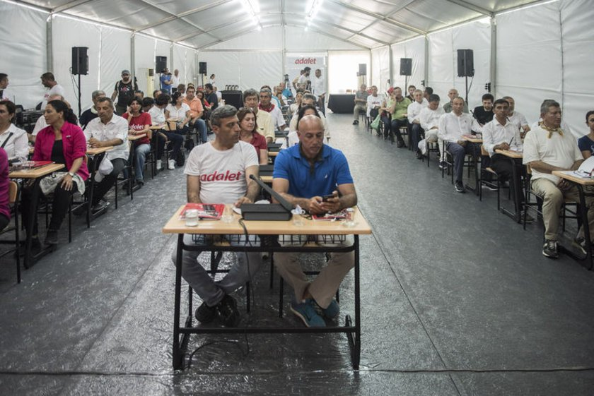 <p><strong>KILIÇDAROĞLU'NUN YÜRÜYÜŞÜNÜN 19. GÜNÜ</strong></p>\n<p>CHP'nin Parti Meclisi (PM) toplantısı, Kocaeli'de kurulan bir çadırda yapıldı.</p>