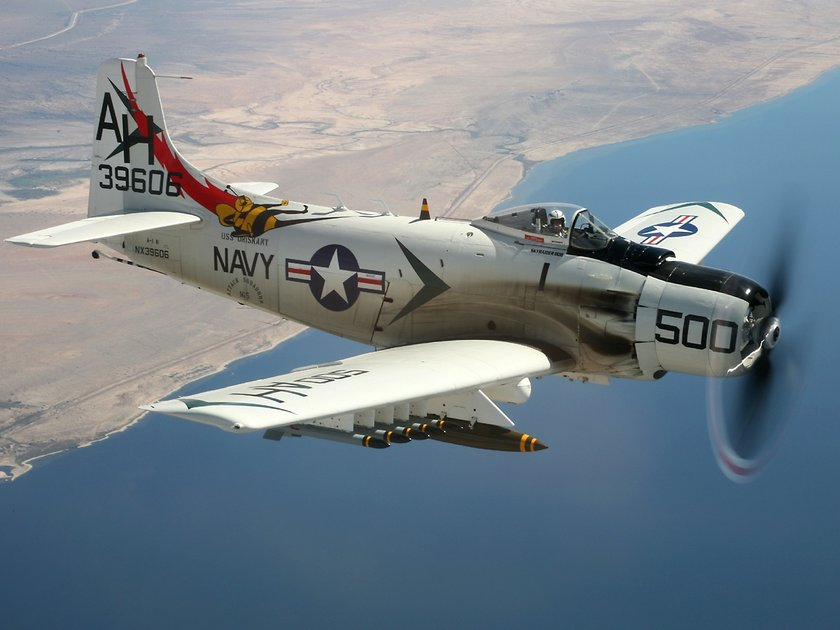 <p>Douglas ADN4 Skyraider - ABD</p>