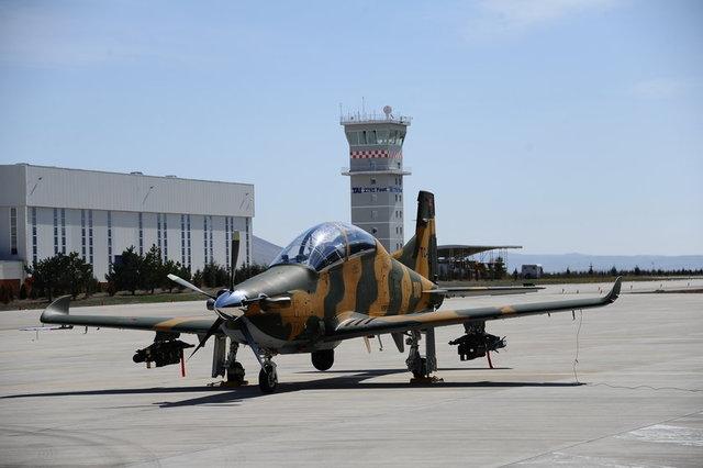 Fransa Cumhurbaşkanı Emmanuel Macron tarafından bugün açılışı yapılan dünyanın en eski sivil ve askeri havacılık fuarı Paris Air Show'da Türk uçak ve helikopterleri Anka, Hürkuş, T625, T129 da yer alıyor. İşte fuarda yer alan tüm modeller