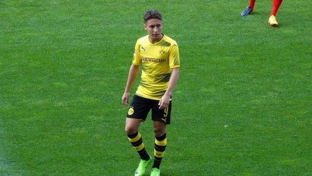 Milli futbolcu Emre Mor, 12 milyon euro karşılığında Borussia Dortmund'tan Celta Vigo'ya transfer oldu. Emre, imza atmak için İspanya'ya gitti.