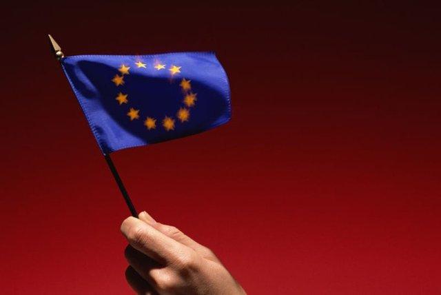 Avrupa Birliği'ne (AB) üye 28 ülkenin toplam nüfusu 2017 itibarıyla 511,8 milyon oldu. Avrupa İstatistik Ofisi (Eurostat) verilerine göre, 2016 başında 510 milyon 278 bin 700 olan AB üyesi 28 ülkenin toplam nüfusu, bu yılın başında 511 milyon 805 bin 100'e ulaştı. Böylece geçen yıl AB'nin nüfusu 1 milyon 526 bin 400 kişi arttı.